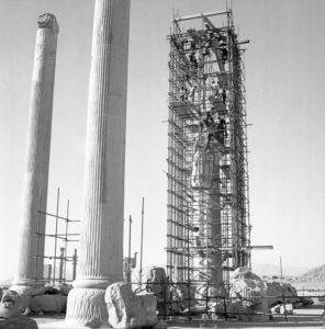 Restauro di un colonnato a Persepoli