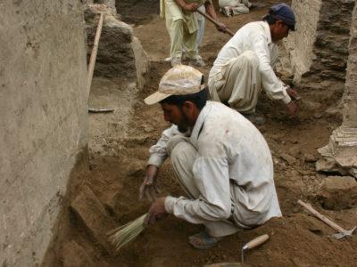 Attività di scavo e restauro in corso ad Amluk-dara.