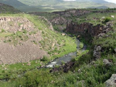 Fig. 2. La gola del fiume Hrazdan, regione del Kotayk.