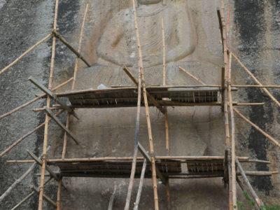 Il Buddha di Jahanabad all'inizio della stagione di restauro.