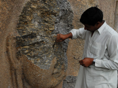 Restauro in corso al Buddha di Jahanabad.