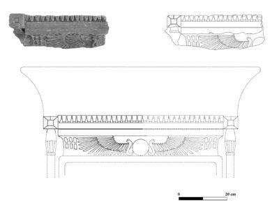 Abu Erteila (Sudan), Kom II, Frammento di architrave e ipotesi di ricostruzione. Arenaria (foto Fantusati, disegno Varriale, ricostruzione Baldi).