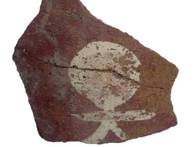 Abu Erteila (Sudan), Kom I, Palazzo K 800, Ambiente K 808, Frammento ceramico (foto Baldi).