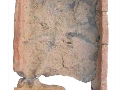 Abu Erteila (Sudan), Kom II, Tempio K 1000, Naos, Bacino per libagioni. Terracotta (foto Malykh).