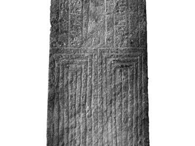 Abu Erteila (Sudan), Kom II, Tempio K 1000, Naos, Basamento, Lato orientale. Basalto (foto Ledebev).
