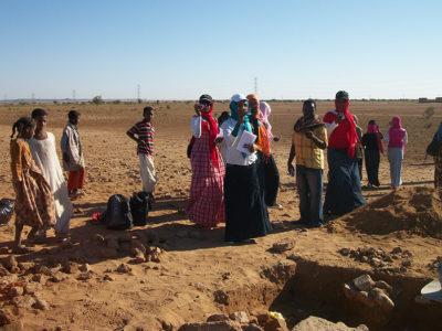 Abu Erteila (Sudan), Studenti in visita al cantiere di scavo (foto Fantusati).