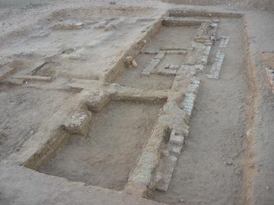 Abu Erteila (Sudan), Kom II, Tempio K 1000, Vista del muro perimetrale occidentale dopo il secondo periodo costruttivo (foto Fantusati).