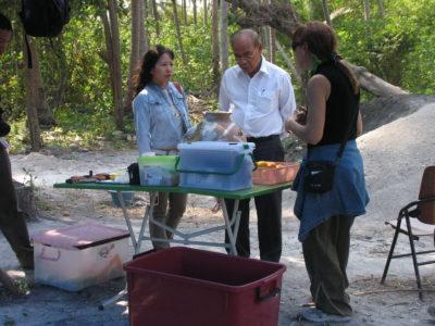 """Una visita inattesa: Pisit Charoenwongsa, pioniere dell'archeologia preistorica tailandese che con il compianto Chester """"Chet"""" Gorman (1938-1981) scavò il celeberrimo sito di Ban Chiang nella Tailandia nord-orientale."""