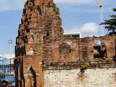 Prang Kaek (secc. X-XI), un piccolo santuario hindu dedicato al culto di Brahma nel centro di Lopburi