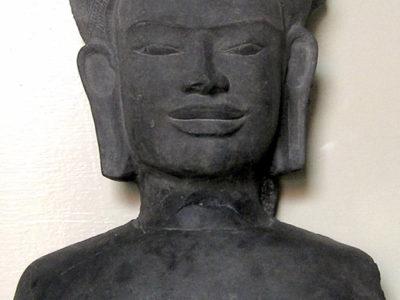 Buddha Khmer di stile Lopburi (secc. XI-XIII) (Museo Nazionale del Palazzo di Re Narai, Lopburi)