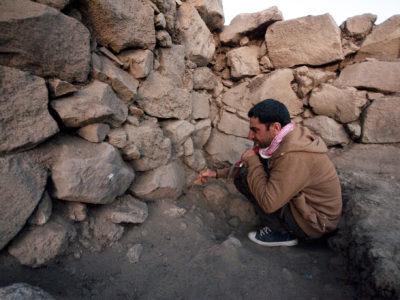 Fig. 12. Solak 1. Stanza 1, attività di scavo.