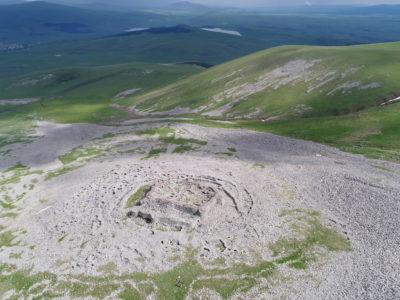 SKJ. La fortezza di Abuli (Georgia) vista aerea da sud-ovest. // SKJ. The fortress of Abuli (Georgia) aerial view from south-west.