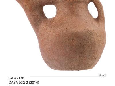 Un tipico esempio di vasetto con versatoio riferibile alla fase media dell'Età del Ferro - A typical Iron Age bridge spouted vessel