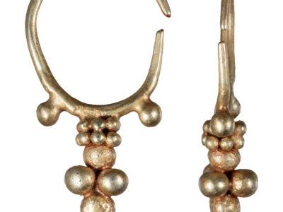 Orecchino in oro realizzato mediante tecnica a granulazione – Granulated gold earring