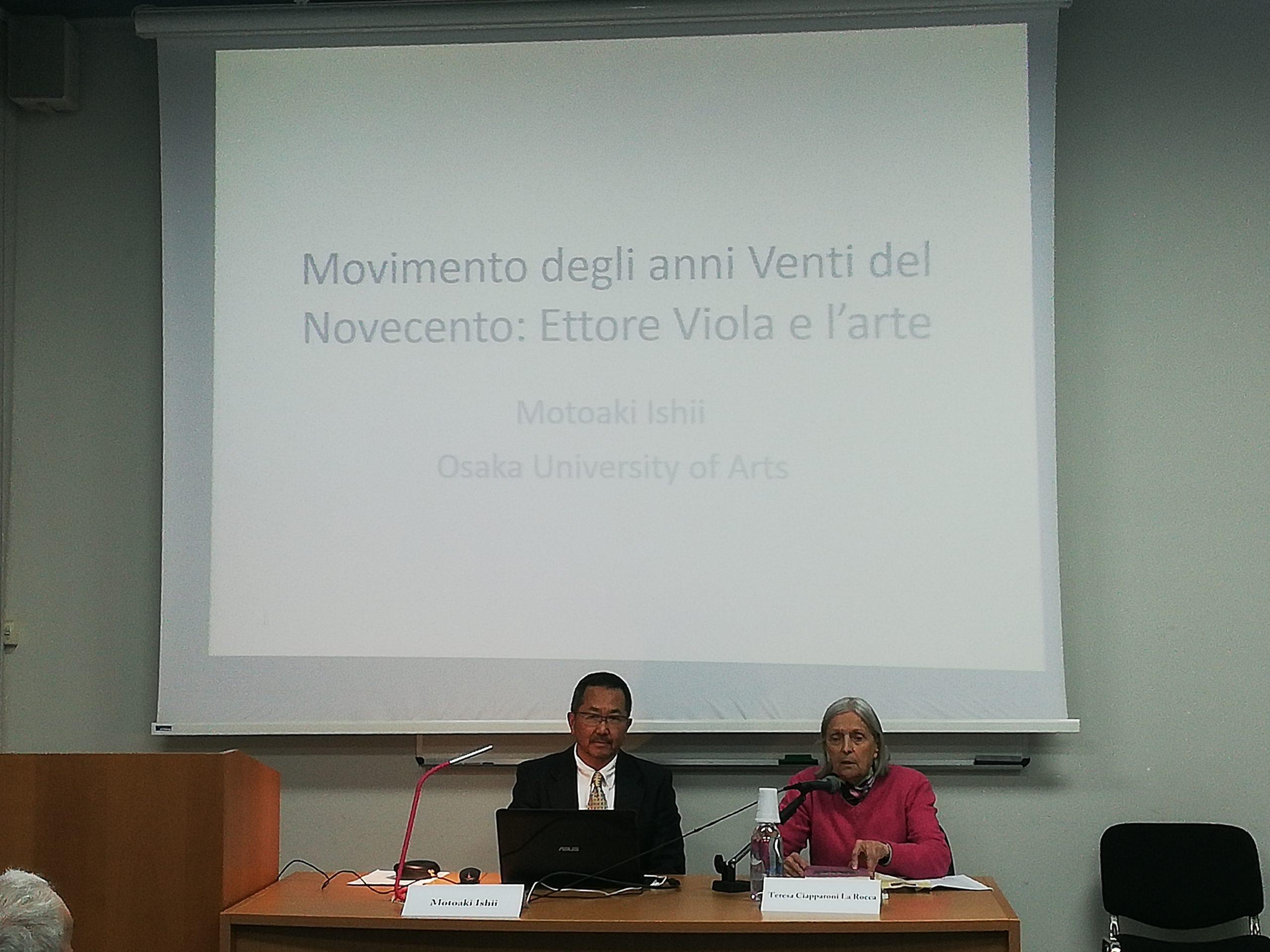 La prof.ssa Teresa Ciapparoni, ISMEO, introduce la conferenza del prof. Motoaki Ishii, Osaka University of Arts.