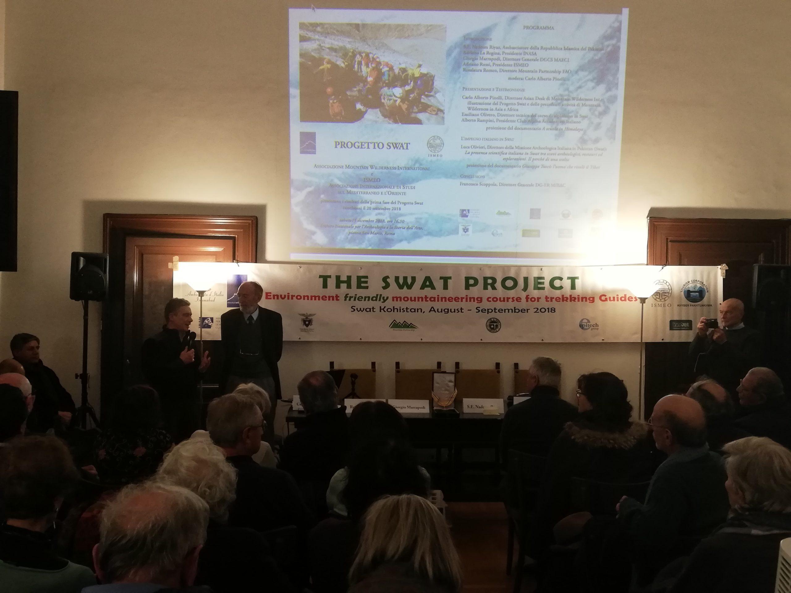 Il direttore Carlo Alberto Pinelli risponde alle domande del pubblico.