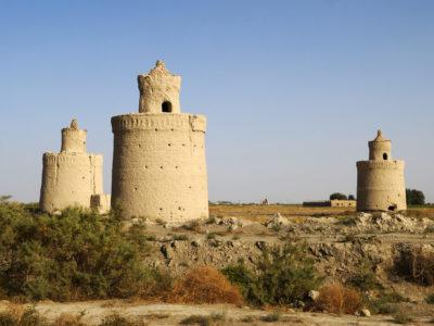 07 Le campagne della provincia di Isfahan disseminate di torri per i colombi.