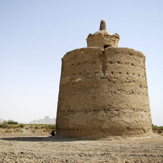 08 Le torri sono strutture imponenti che possono arrivare a 20 metri di diametro e oltre 15 di altezza.
